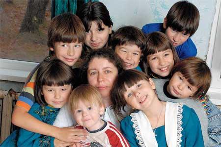 Как получить официальный статус многодетной семьи?
